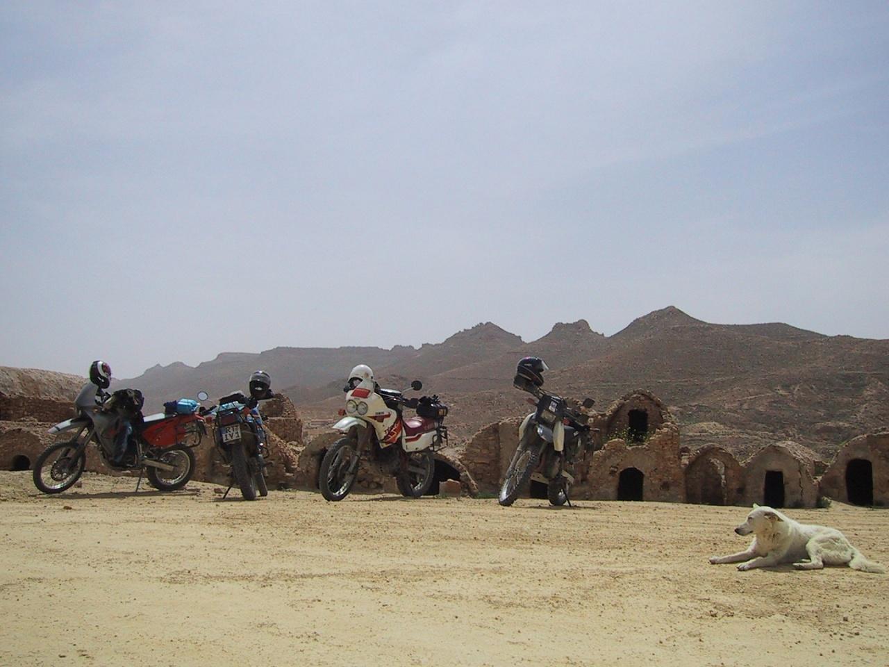 20030415_1214-Mopeds_in_Ksar_Halouf