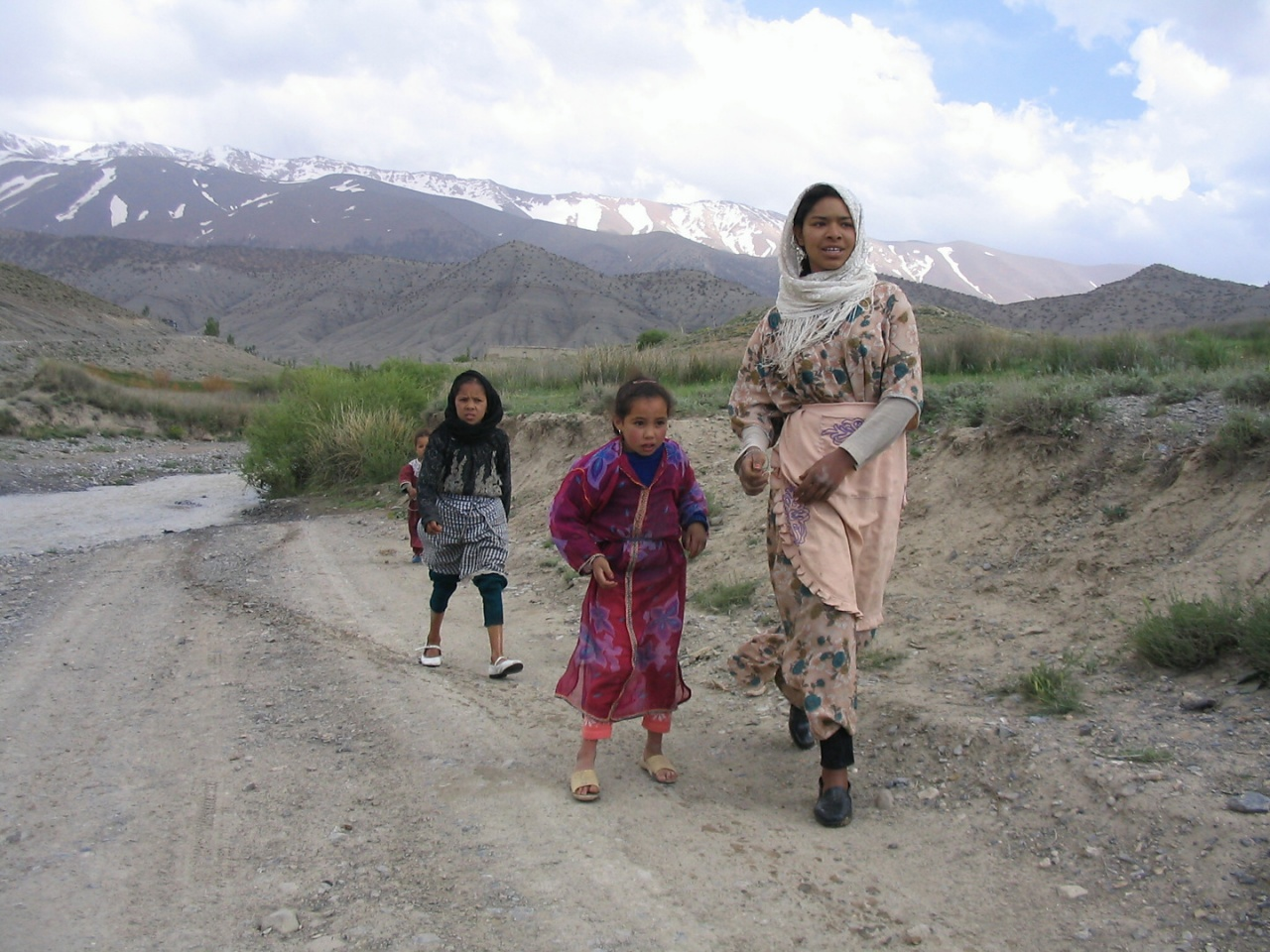 20040518_1756-Berber_bei_ihrem_Dorf